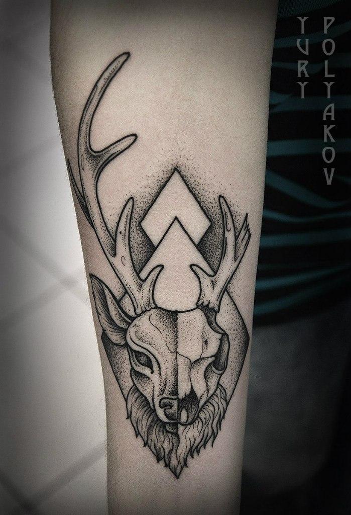 Художественная татуировка «Олень» от Юрия Полякова
