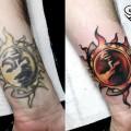 Художественная татуировка «Солнце». Мастер — Анна Корь. Расположение — запястье.Коррекция старой татуировки. Время работы — 1,5 часа. По своему эскизу