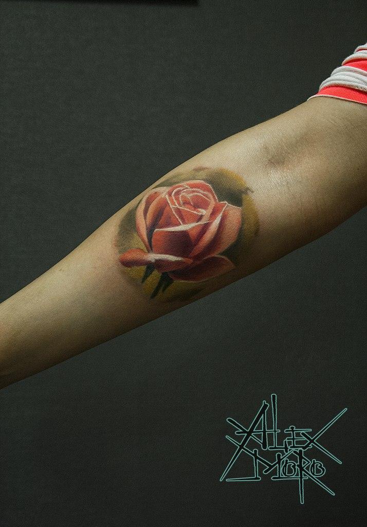 Художественная татуировка «Роза» от Александра Морозова
