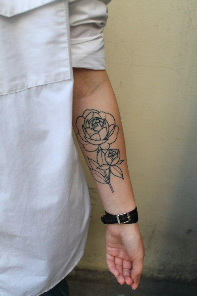 Художественная татуировка «Цветок». Мастер — Саша Новик