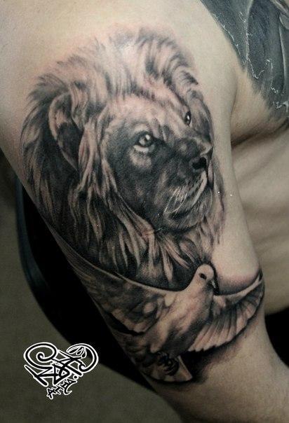 Художественная татуировка «Лев». Мастер — Анна Корь
