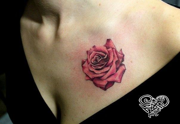 Художественная татуировка «Роза». Мастер — Анна Корь.