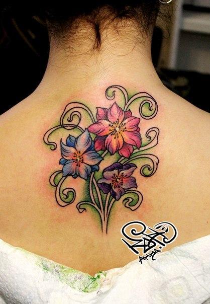 Художественная татуировка «Цветы». Мастер — Анна Корь.