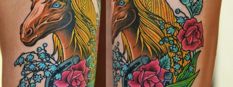 Художественная татуировка «Лошадь с подковой». Мастер Виолетта Доморад.