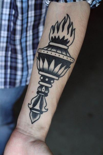 Художественная татуировка «Факел» от Александра Бахаревича