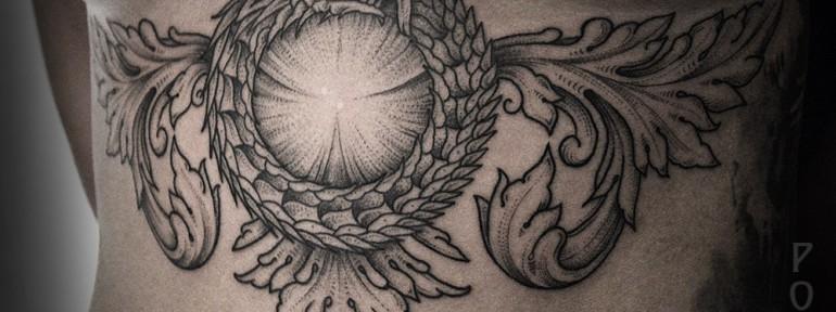 Художественная татуировка «Уроборос с узорами» от Юрия Полякова