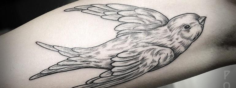 Художественная татуировка «Ласточка» от Юрия Полякова