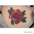 Художественная татуировка «Роза». Мастер — Саша Новик. Расположение — спина. Время работы — 3 часа. По своему эскизу