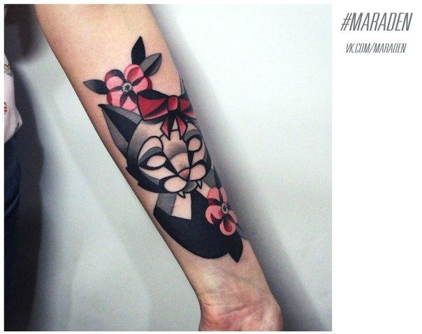 Художественная татуировка «Кошка с цветами». Мастер — Денис Марахин.