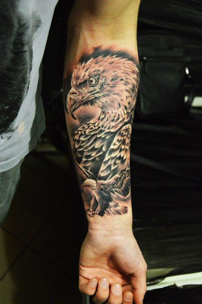 Художественная татуировка «Орлы» от Евгения Ершова