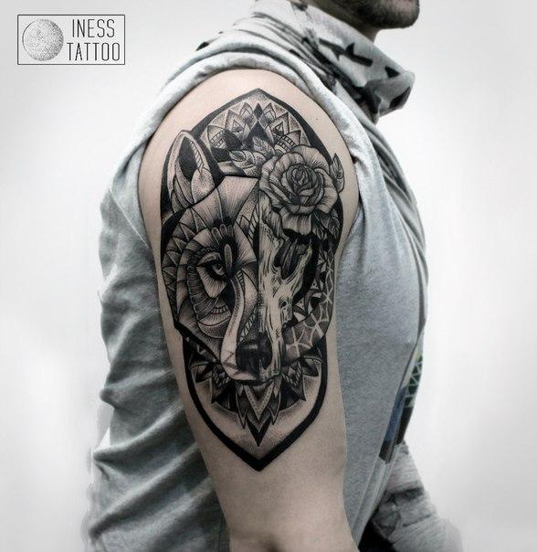 Художественная татуировка «Орнаментальный волк». Мастер — Инесса Кефир