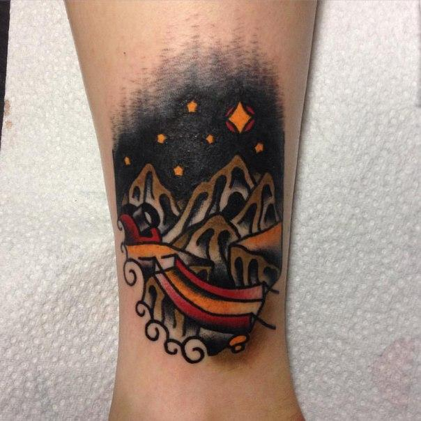Художественная татуировка «Горный пейзаж» от Вовы Meatshit.