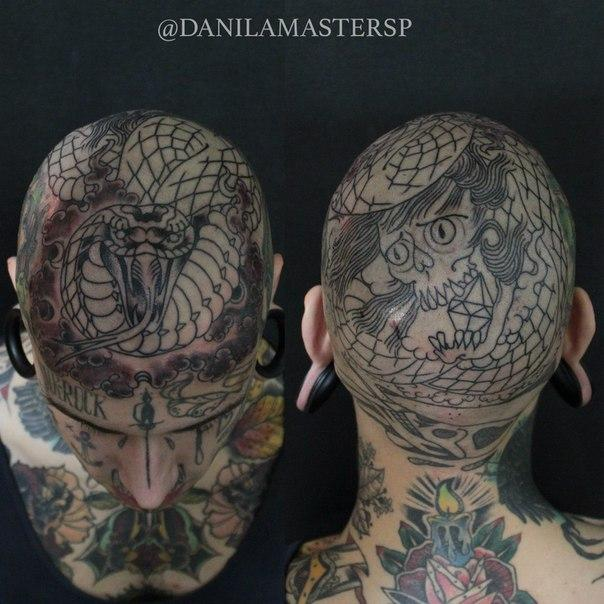 Художественная татуировка «Змея на черепе» от Данилы-Мастера.