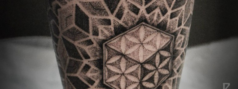 Художественная татуировка «Мандала с цветком жизни» от Юрия Полякова