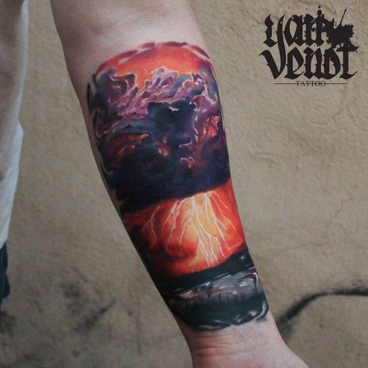 Художественная татуировка «Гроза». Мастер Ян Енот.