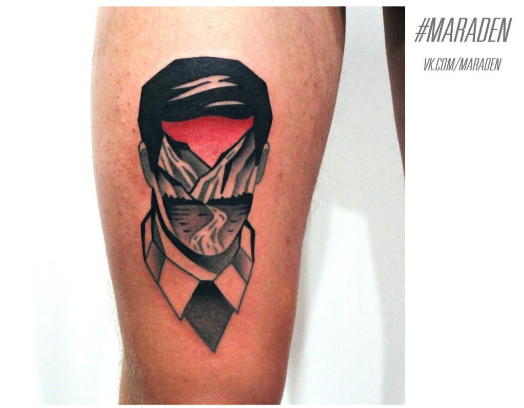 Художественная татуировка «Портрет и пейзаж». Мастер — Денис Марахин. Расположение — бедро. По собственному эскизу.