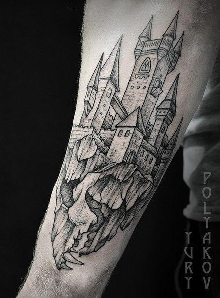 Художественная татуировка «Парящий замок» от Юрия Полякова