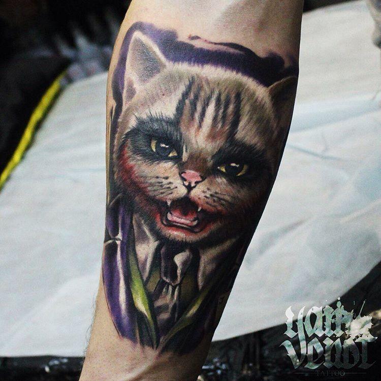 Художественная татуировка «Кот Джокер». Мастер Ян Енот.
