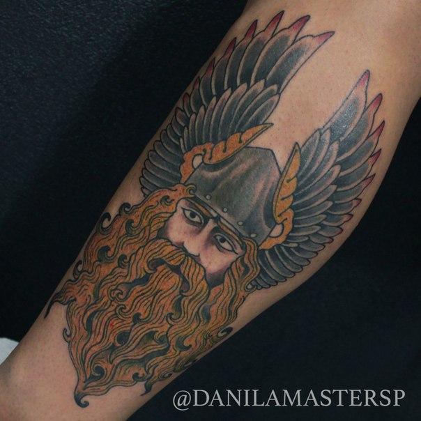 Художественная татуировка «Перун» от Данилы-Мастера.
