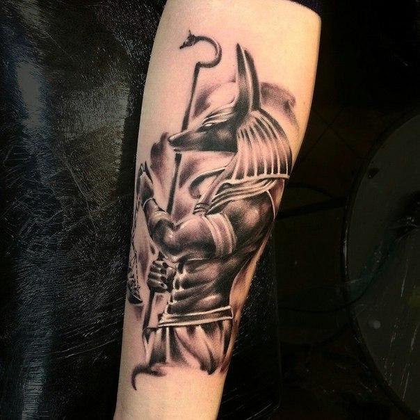Художественная татуировка «Анубис» от Евгения Ершова