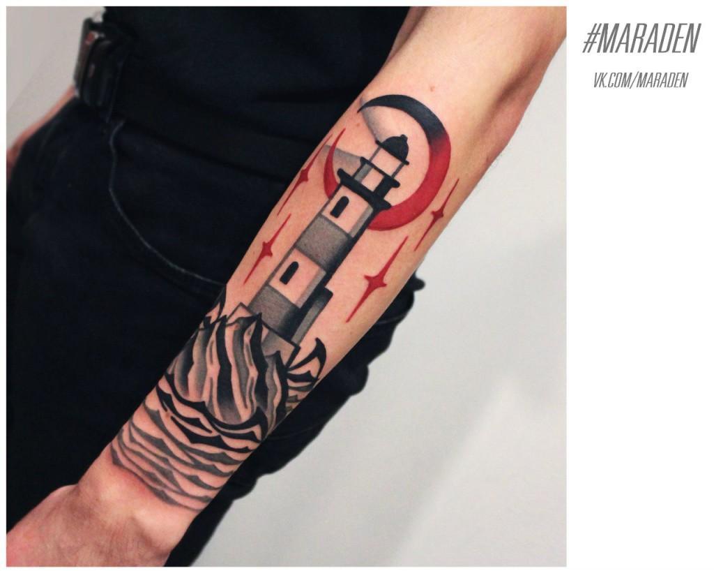 Художественная татуировка «Маяк». Мастер — Денис Марахин. Расположение — предплечье. По собственному эскизу.
