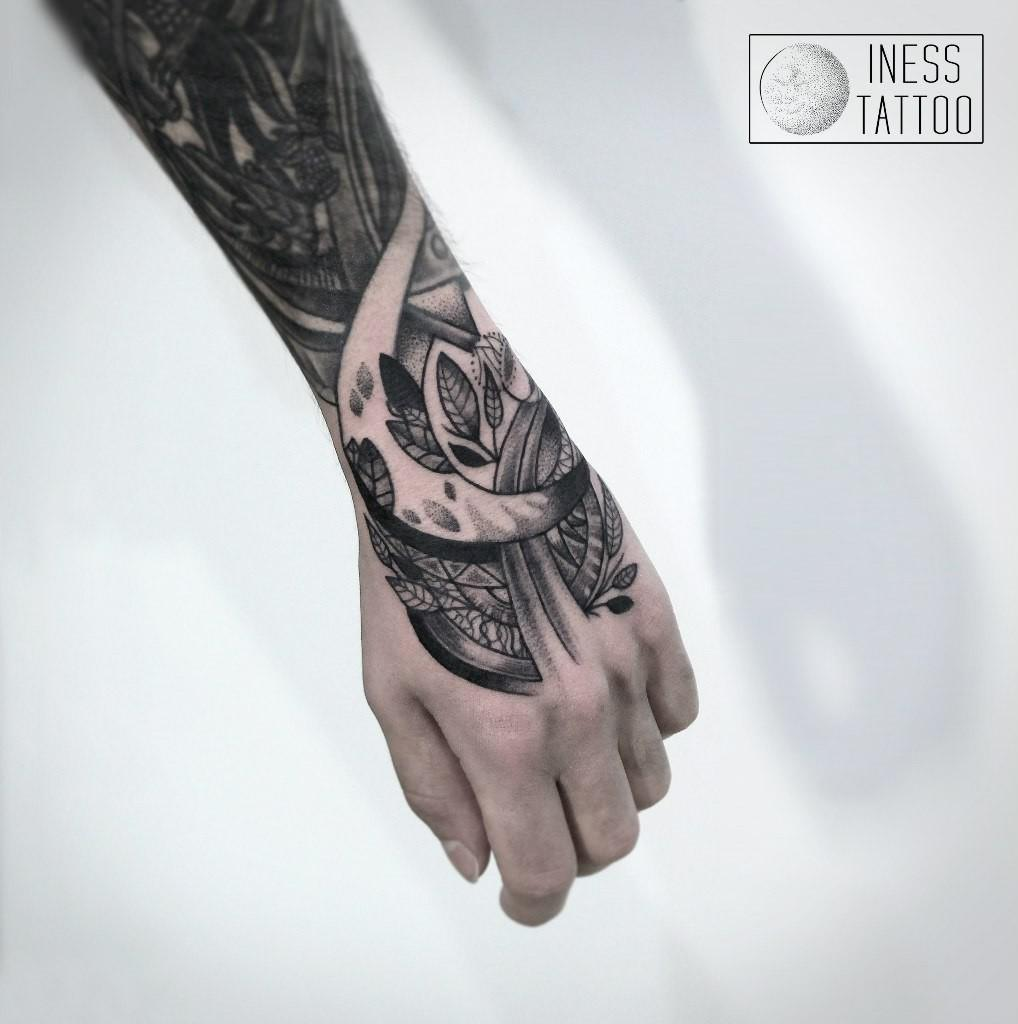 Художественная татуировка   Мастер — Инесса Кефир. Расположение — кисть.  Время работы — 4 часа.  По своему эскизу