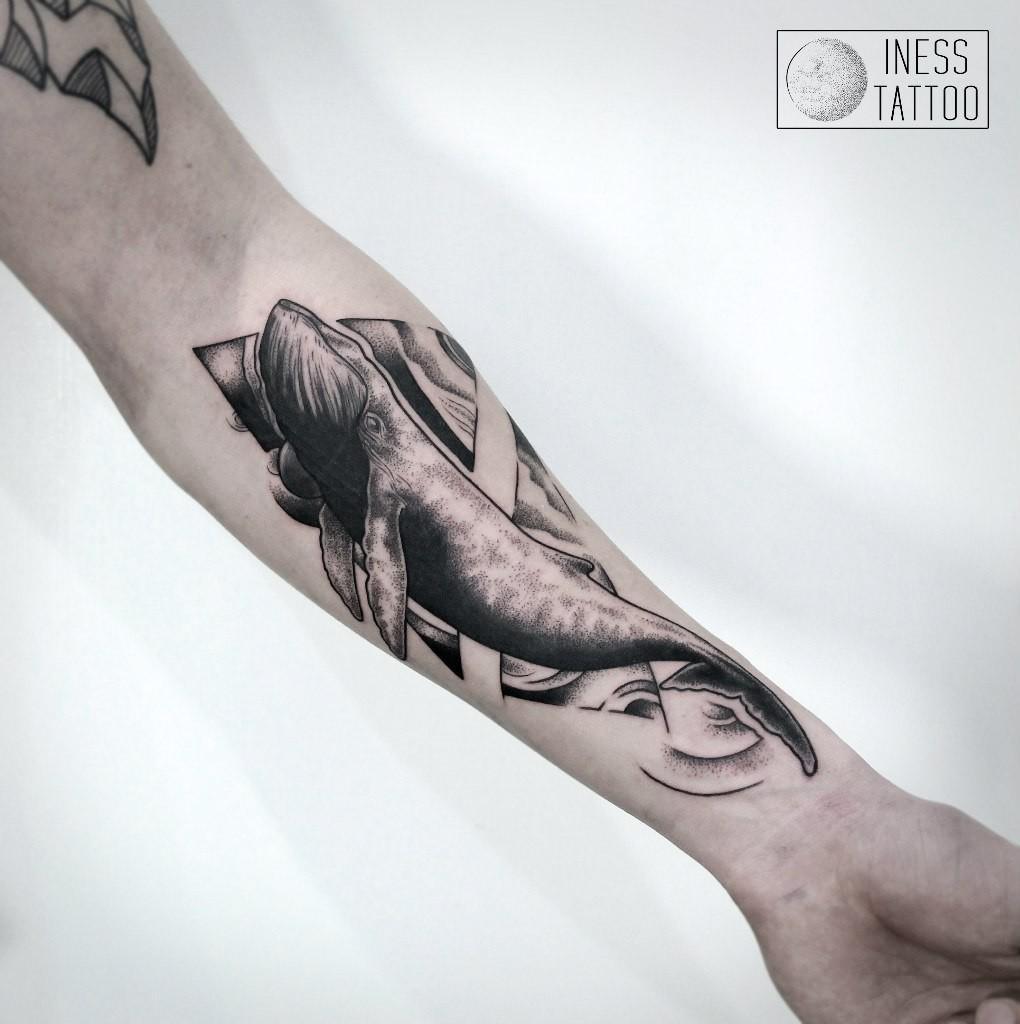 Художественная татуировка «Кит» Мастер — Инесса Кефир. Расположение — предплечье. Время работы — 4,5 часа. По своему эскизу