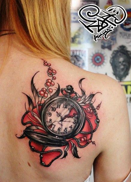 Художественная татуировка «Часы». Мастер — Анна Корь