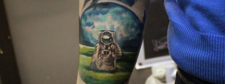 Художественная татуировка «Космонавт». Мастер Ян Енот.