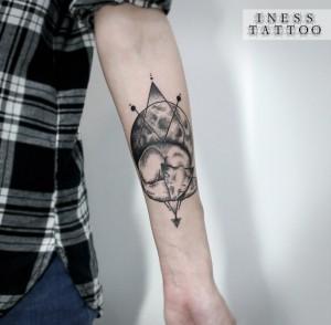 Художественная татуировка «Лиса и луна». Мастер — Инесса Кефир. Расположение — предплечье. Время работы — 2 часа. По своему эскизу