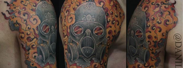 Художественная татуировка «Противогаз в огне» от Данилы-Мастера