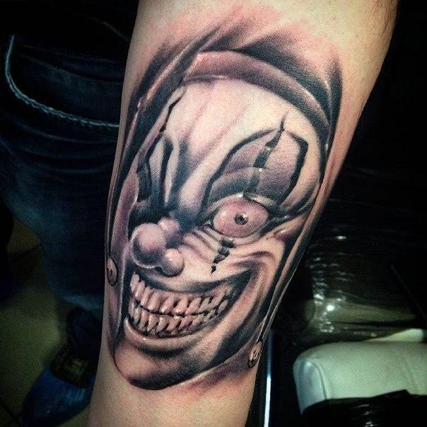 Художественная татуировка «Клоун» от Евгения Ершова.