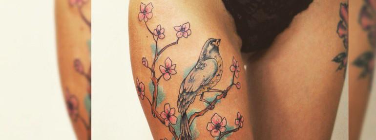 Художественная татуировка «Птичка на ветке» от Ильи Берёзкина