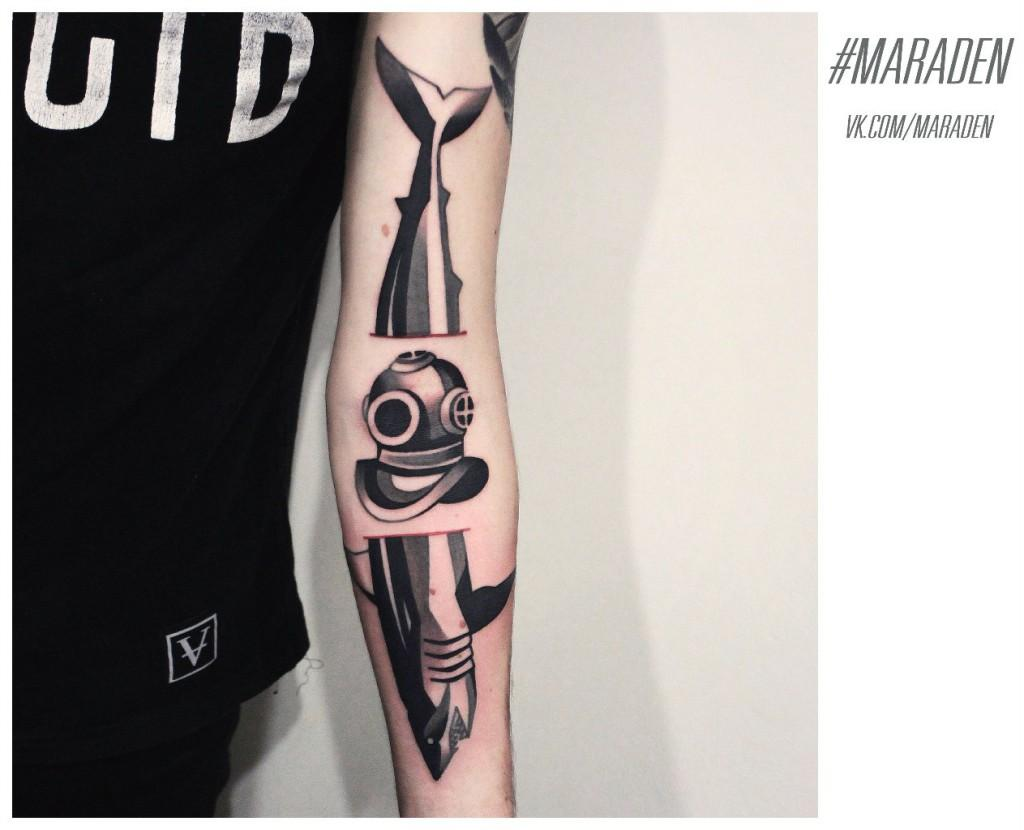 Художественная татуировка«Акула и трехболтовка». Мастер — Денис Марахин. Расположение — внутренняя сторона руки. По собственному эскизу.