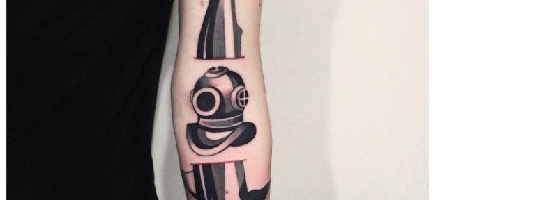 Художественная татуировка «Акула и трехболтовка». Мастер — Денис Марахин