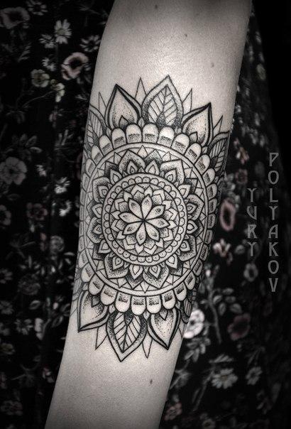 Художественная татуировка «Мандала» от Юрия Полякова.