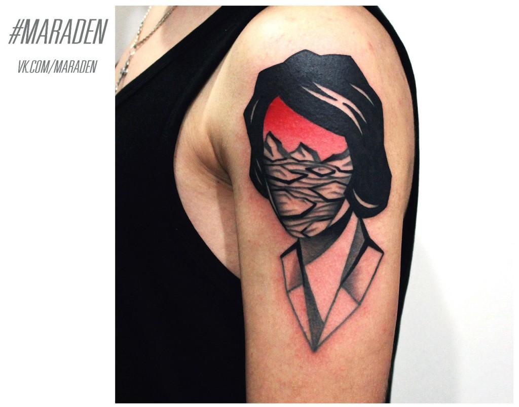 Художественная татуировка «Портрет и пейзаж». Мастер — Денис Марахин. Расположение — плечо. По собственному эскизу.