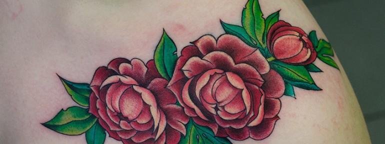 Художественная татуировка «Цветы». Мастер Даниил Костарев.