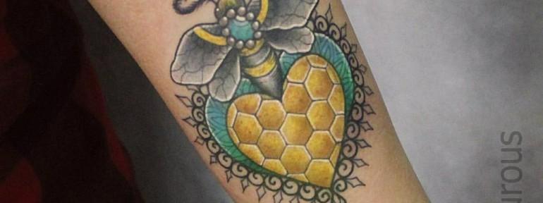Художественная татуировка «Пчела». Мастер Настя Стриж.