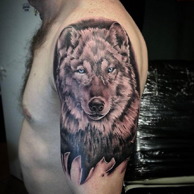 Художественная татуировка «Волк» от Евгения Ершова.