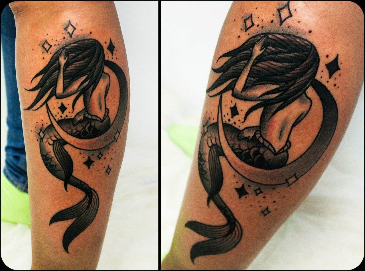 Художественная татуировка «Русалка». Мастер Денис Марахин. По собственному эскизу. Расположение: голень. Время работы: 1,5 часа