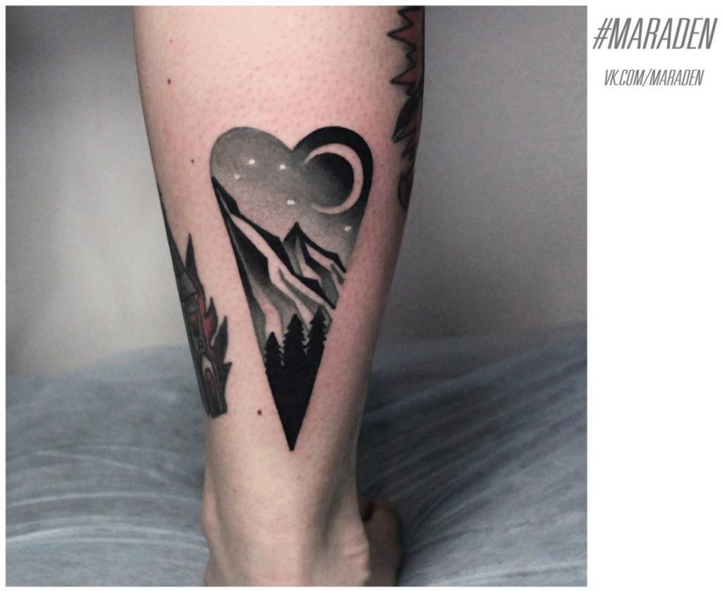 Художественная татуировка «Пейзаж». Мастер — Денис Марахин. Расположение — икра. По собственному эскизу.