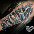 Художественная татуировка «Город». Мастер — Анна Корь. Расположение — предплечье. По собственному эскизу