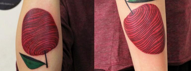 Художественная татуировка «Яблоко». Мастер — Саша Новик
