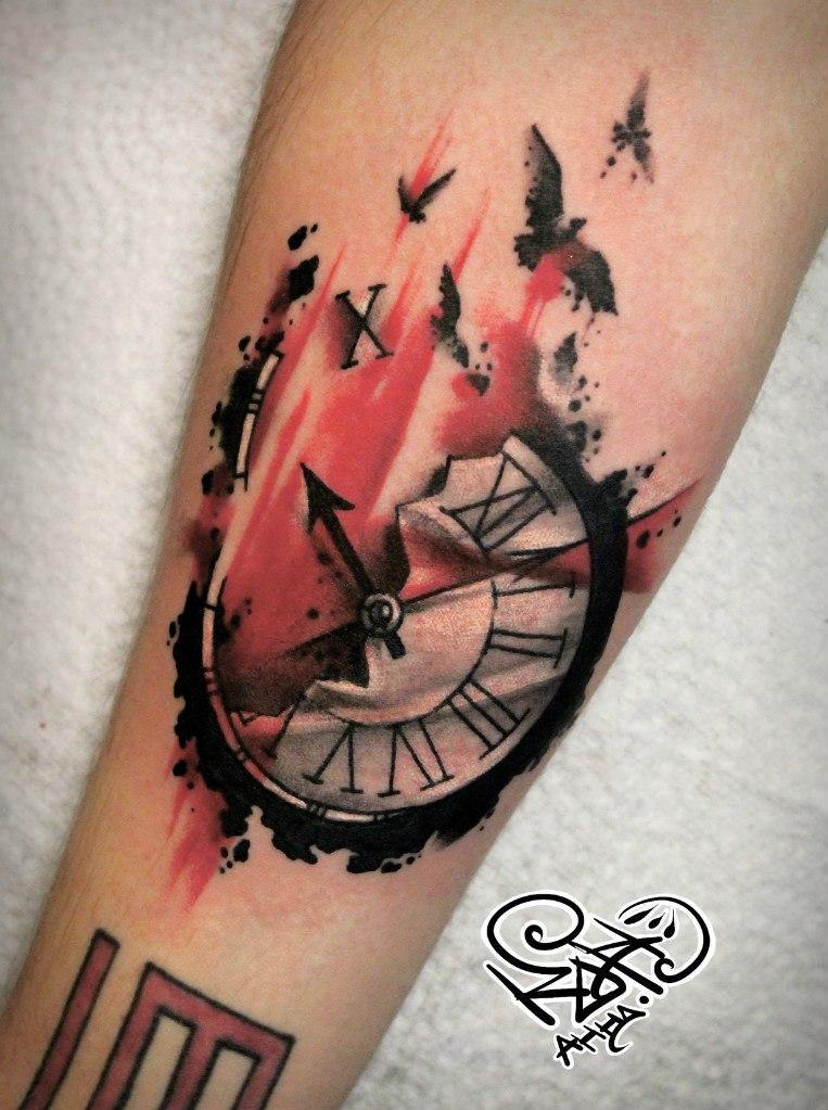 Художественная татуировка «Часы»
