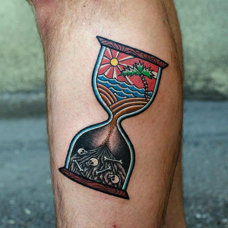 Художественная татуировка «Песочные часы»