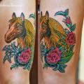 Художественная татуировка «Лошадь с подковой «. Мастер Виолетта Доморад. Расположение — бедро.