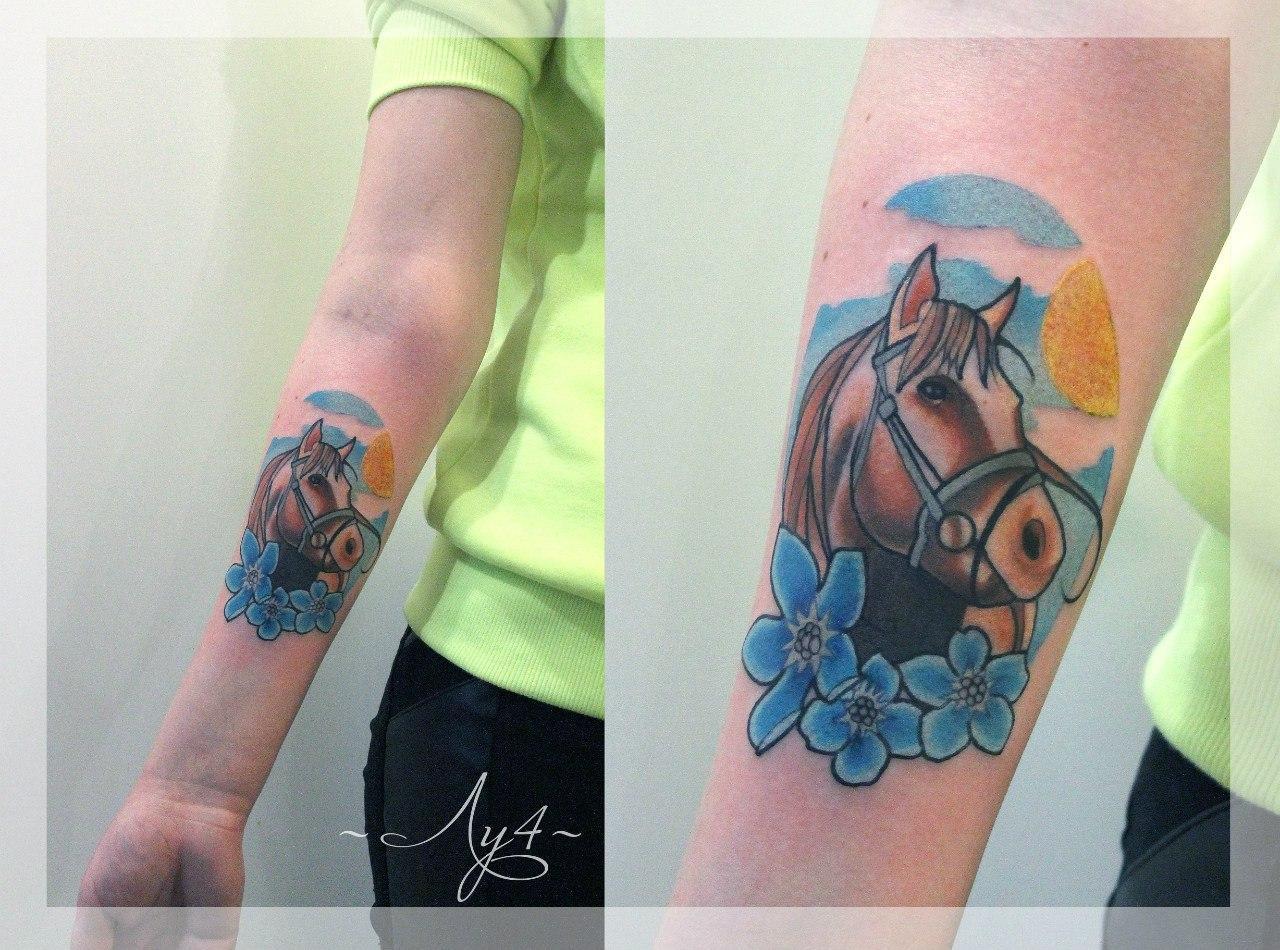 Художественная татуировка «Лошадь». Мастер Катя Луч. Расположение: предплечье. По собственному эскизу. Время работы: 1,5 часа.