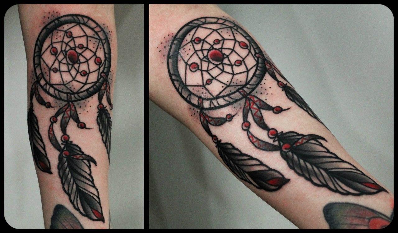 Художественная татуировка «Ловец снов». Мастер Денис Марахин. По собственному эскизу. Время работы: 2 часа. Расположение: предплечье.