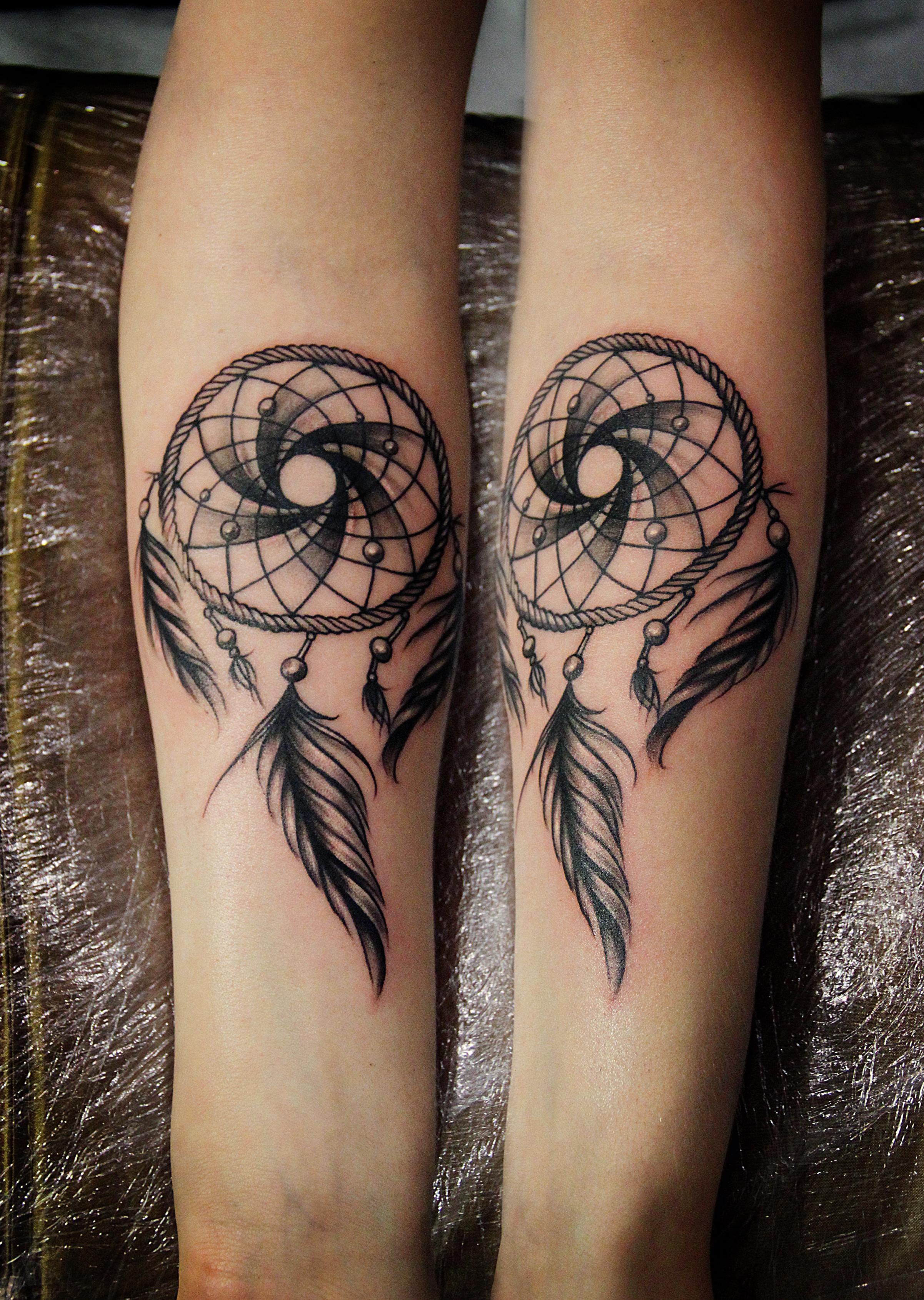 Художественная татуировка «Ловец снов». Выполнена мастером Валерием Моргуновым, по собственному эскизу. Расположение: предплечье. Время работы- 3 часа.
